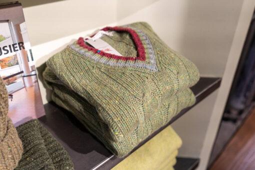 maglione scollo a v- verde-ciclamino-perla